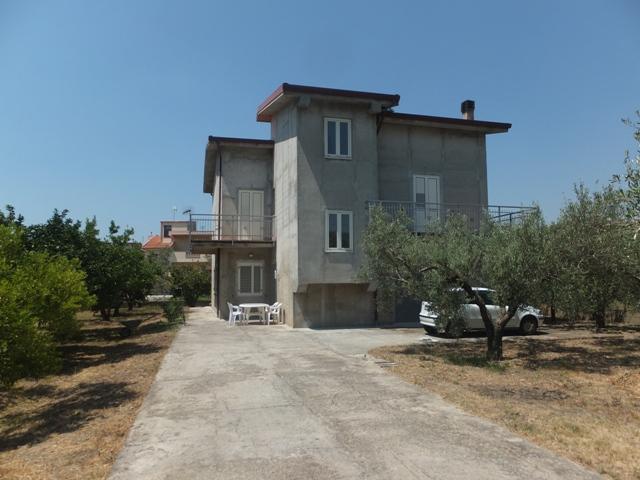 Villa vendita SELLIA MARINA (CZ) - 7 LOCALI - 270 MQ