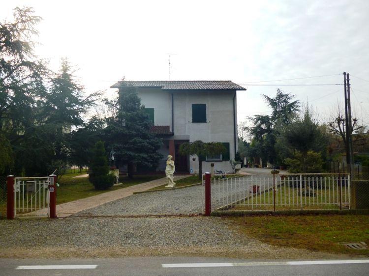 Villa vendita FORLI' (FC) - 7 LOCALI - 2000 MQ