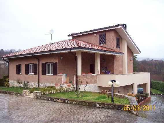 Villa vendita AVELLINO (AV) - 5 LOCALI - 350 MQ